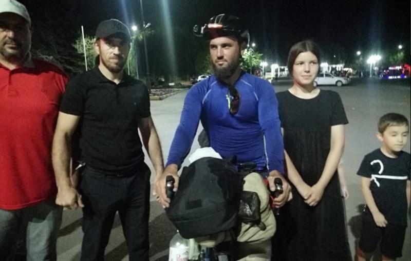 ForPost - Новости : Дагестанец приехал в Крым на велосипеде