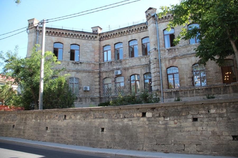 ForPost - Новости : В Севастополе хотят «откапиталить» стену у объекта культурного наследия