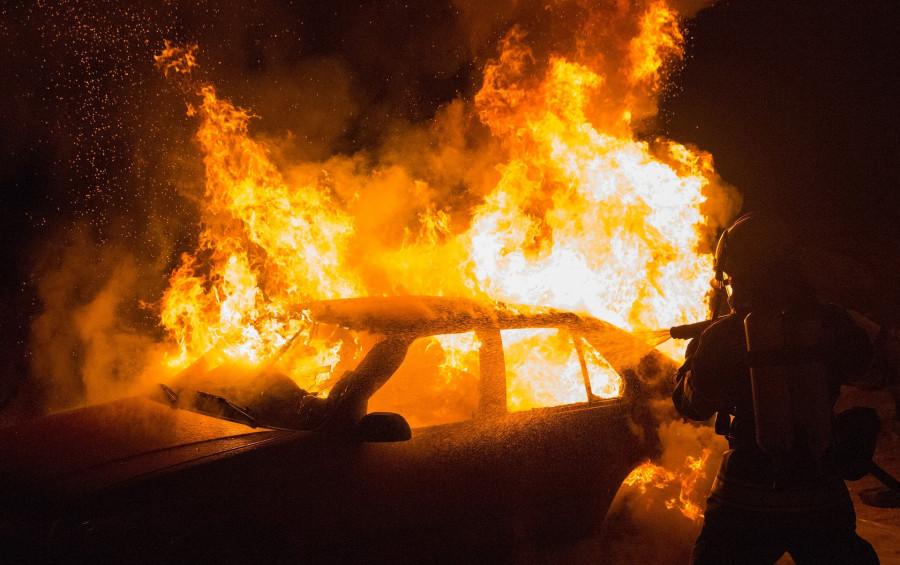ForPost - Новости : В Севастополе мужчина поджёг машину товарища