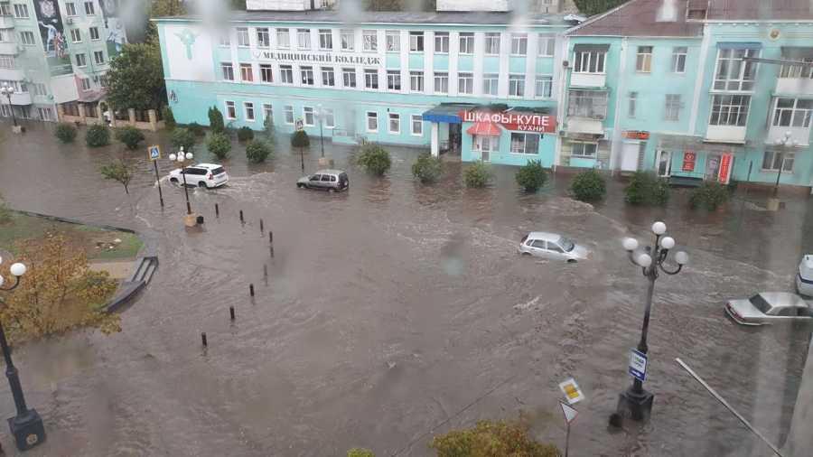 ForPost - Новости : Ливень превратил крымские города-герои в Венецию