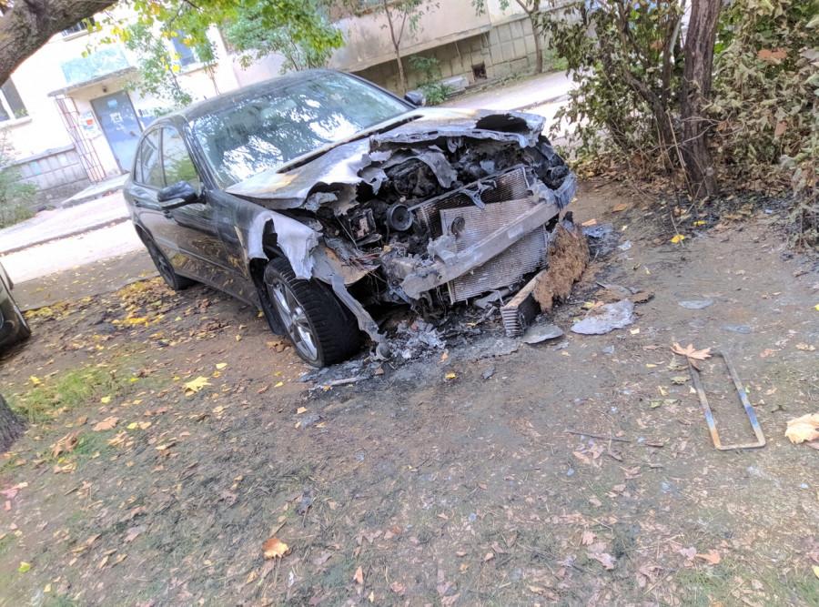 ForPost - Новости : В Севастополе неизвестные сожгли автомобиль