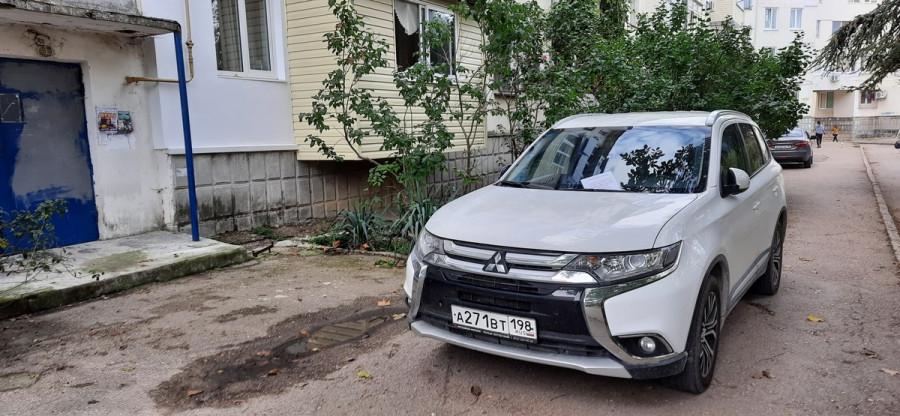 ForPost - Новости : «Вундервафля» во дворе возмутила севастопольцев