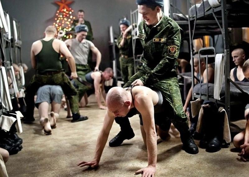 ForPost - Новости : Смерть в армии: почему солдаты-срочники расстреливают сослуживцев?