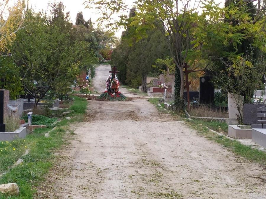 ForPost - Новости : В Севастополе посреди дороги появилась могила