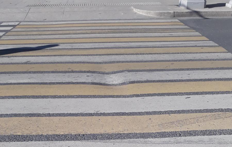 ForPost - Новости : В центре Севастополя проседает асфальт на площади Лазарева