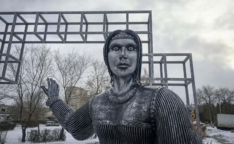 ForPost - Новости : Под Воронежем снесут шокирующий памятник ходоку Алёнке
