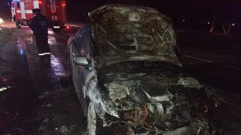ForPost - Новости : На крымской трассе горел автомобиль (ВИДЕО)