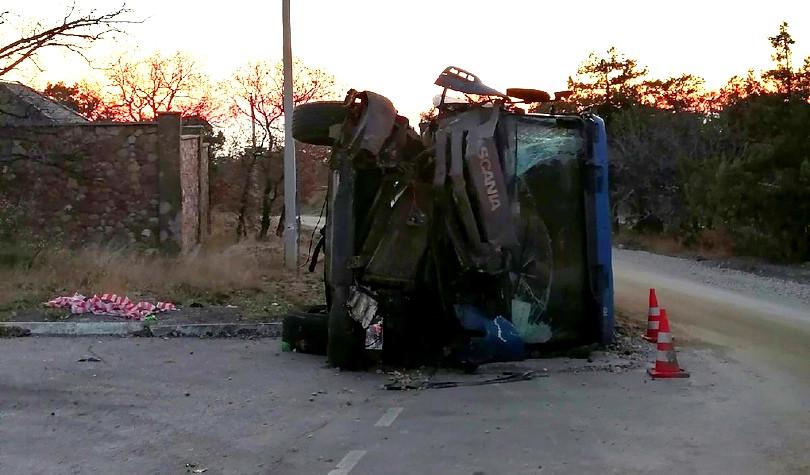 ForPost - Новости : Под Севастополем перевернулся грузовик
