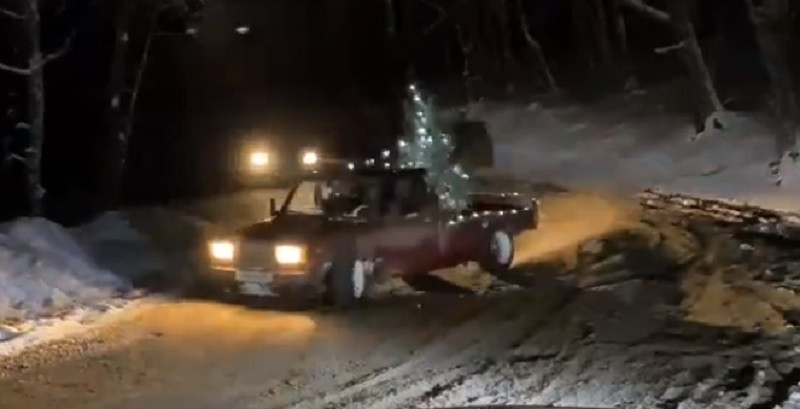 Дрифтеры устроили ночную гонку по заснеженной Ай-Петри