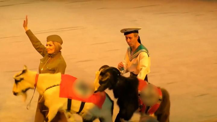 ForPost - Новости : Российский цирк устроил шоу с козлами-нацистами и свастикой
