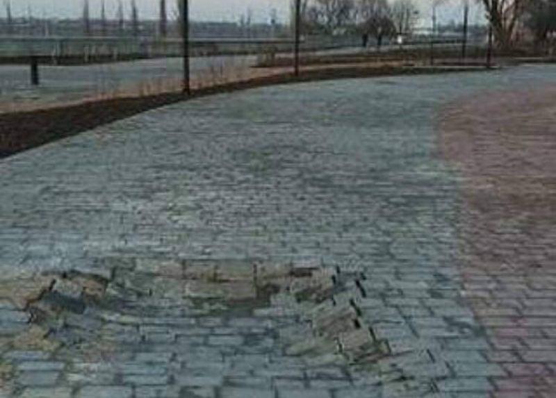 ForPost - Новости : «Процесс естественный»: после ливня в Крыму начала разрушаться новая набережная