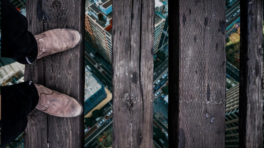 ForPost - Новости : Глубокие траншеи подстерегают севастопольцев в районе стройки на Хрустальном