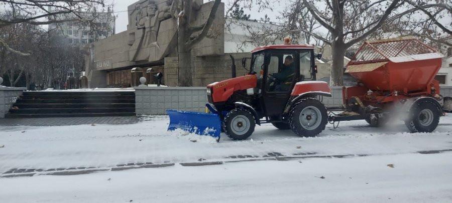ForPost - Новости : Севастопольские службы продолжают борьбу с зимой