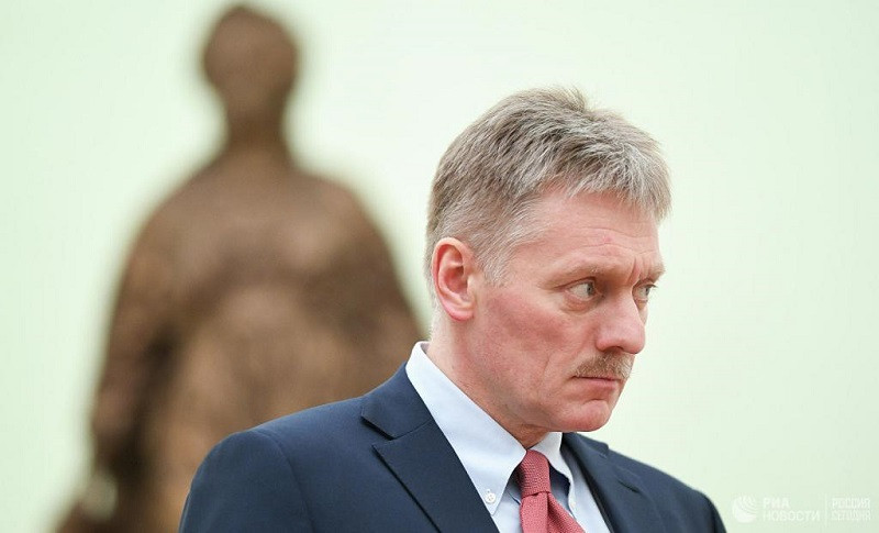 ForPost - Новости : Песков рассказал, как Путин «боится Навального»