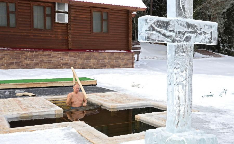 ForPost - Новости : Купание Путина в крещенской проруби восхитило иностранцев