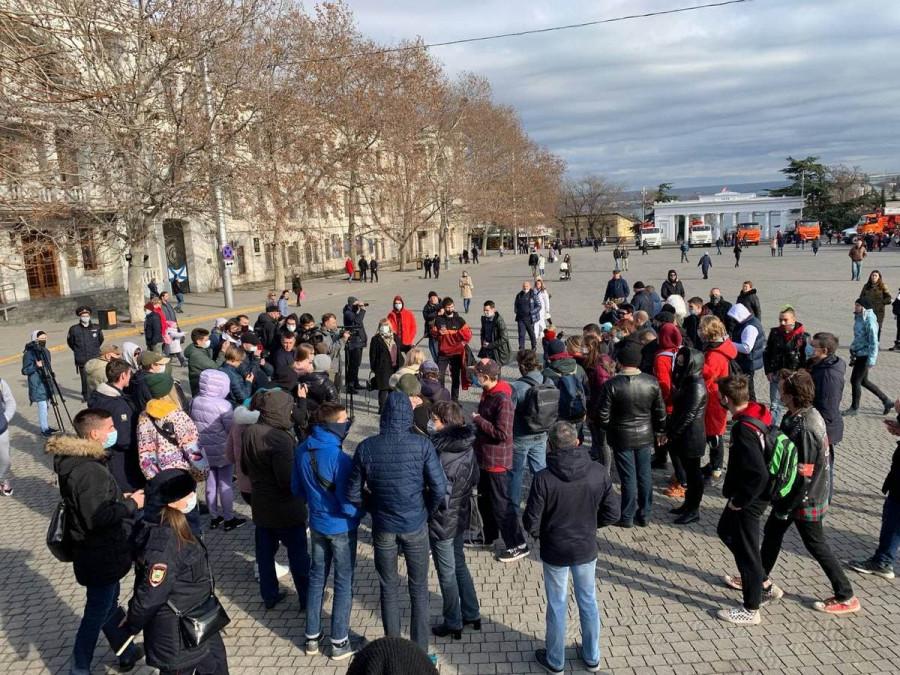 ForPost - Новости : Telegram-каналы сообщили о задержаниях на несанкционированной акции в Севастополе