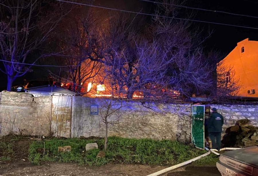 ForPost - Новости : В Севастополе ночью горела крыша
