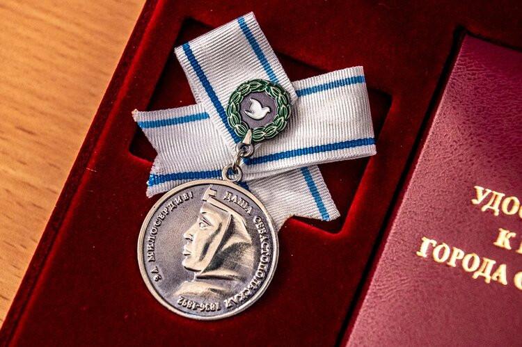 ForPost - Новости : Медаль Даши Севастопольской обретёт финансовый вес
