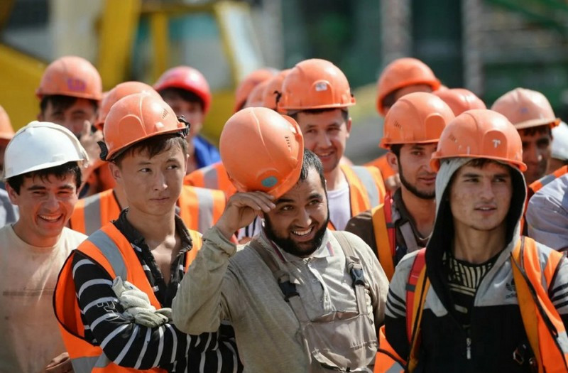 ForPost - Новости : Бесплатную вакцину от ковида хотят ставить всем трудовым мигрантам