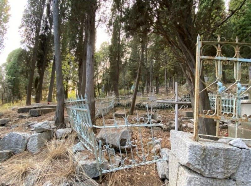 ForPost - Новости : В Крыму отыскали заброшенную могилу дочери Чуковского