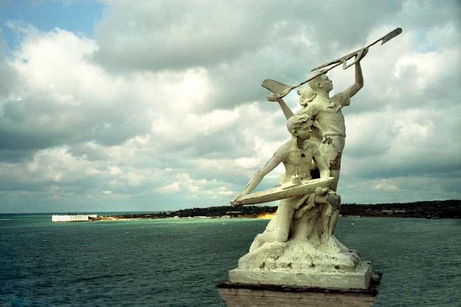 ForPost - Новости : В центр Севастополя хотят вернуть скульптурную группу «Пионерия»