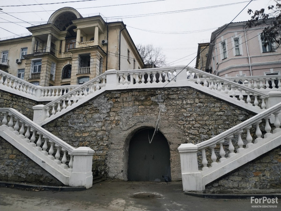 ForPost - Новости : Восстановленная в центре Севастополя подпорная стена станет лучше с годами
