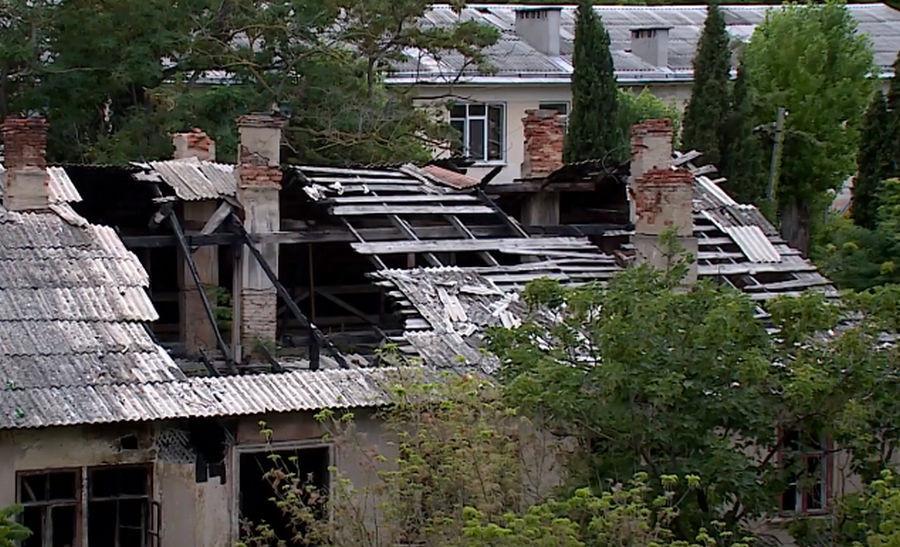 ForPost - Новости : Живущие в бараках: уныние и разруха в Севастополе с видом на кладбище