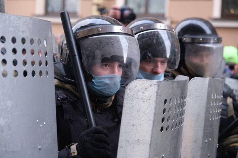 В России в разы увеличили штрафы за неповиновение силовикам