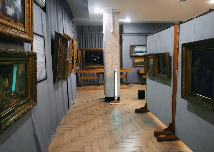 ForPost - Новости : Как «бездомный» севастопольский музей хранит шедевры живописи