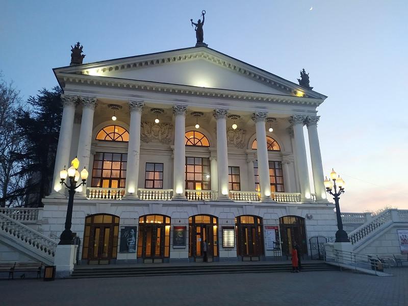 ForPost - Новости : В Севастополе отремонтируют драматический театр и улучшат мобильную связь
