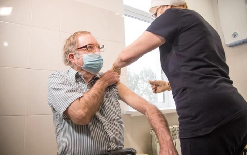 ForPost - Новости : Американец привился вакциной «Спутник V» в Крыму