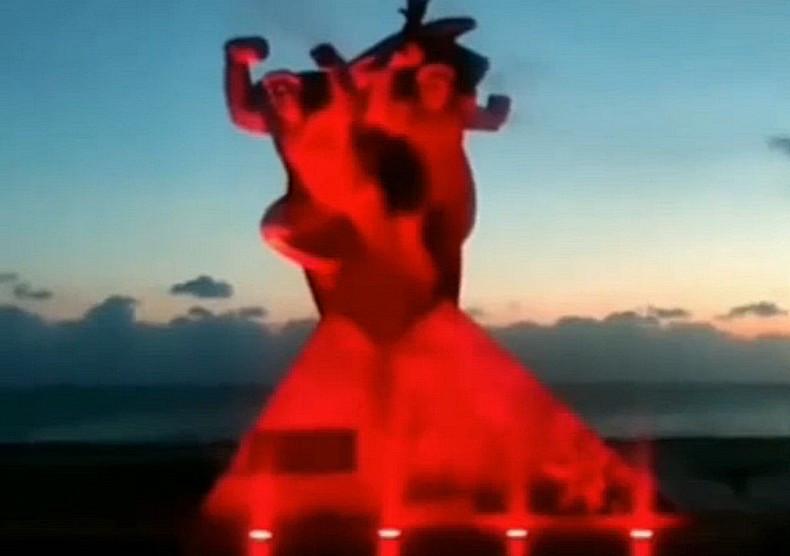 ForPost - Новости : Крымчан удивила «адская» подсветка памятника героям войны