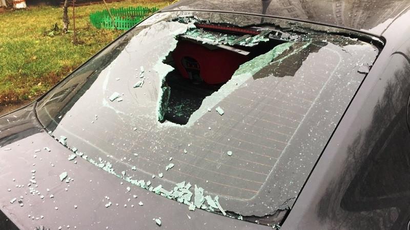 ForPost - Новости : Упавший кирпич принёс 100 тыс. рублей уральскому автовладельцу