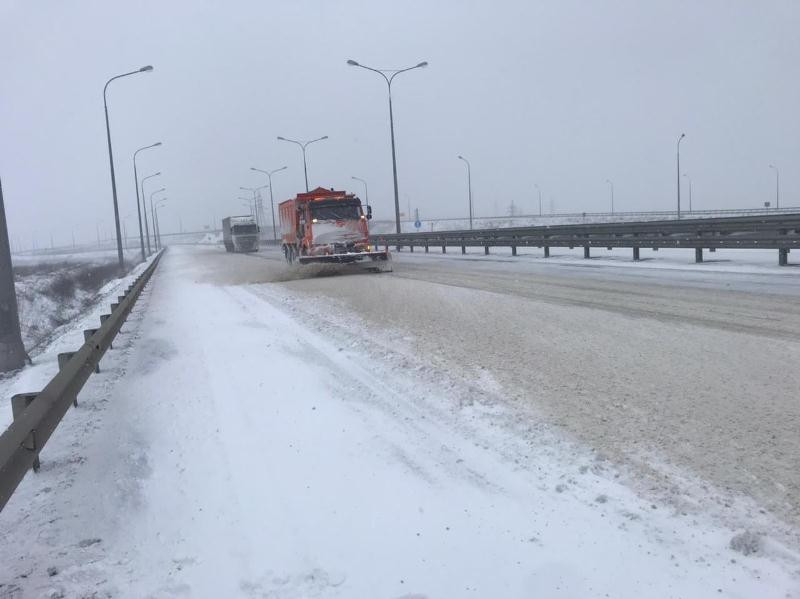 ForPost - Новости : Крымский мост и «Тавриду» расчистили после снегопада
