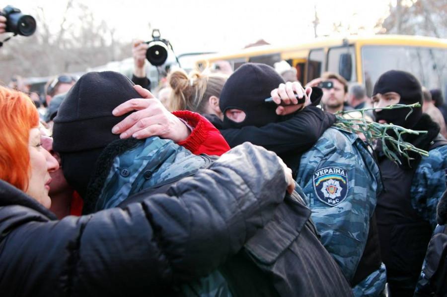 ForPost - Новости : Как Севастополь встречал бойцов «Беркута» с горящего Майдана