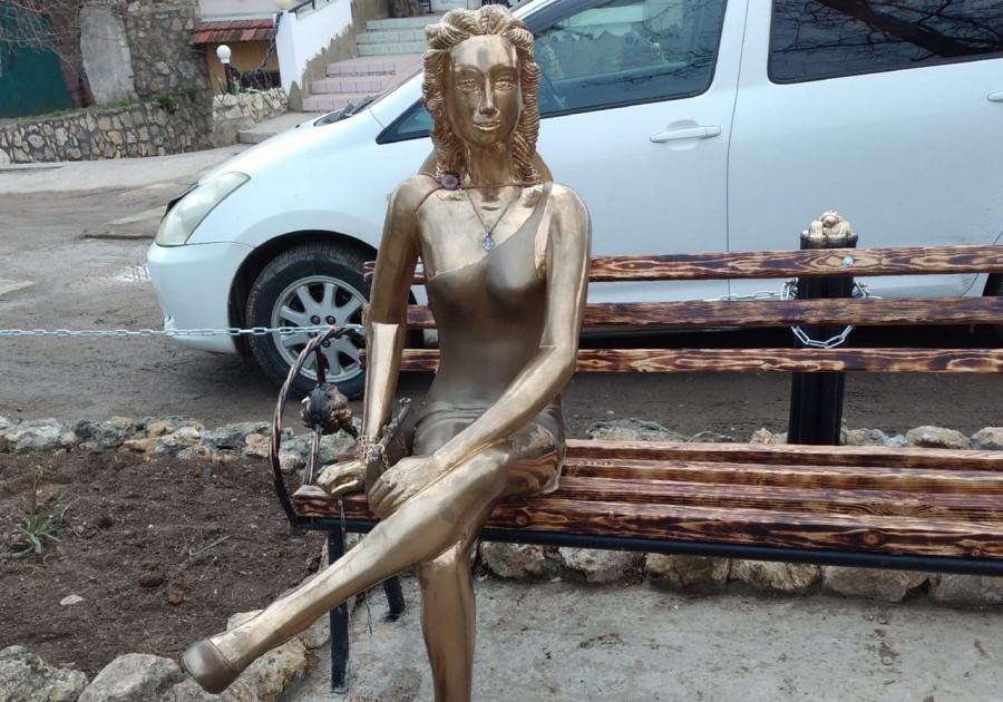 ForPost - Новости : СевСети #1184: Севастопольская Алёнка, резиновые лебеди и отопление в катерах