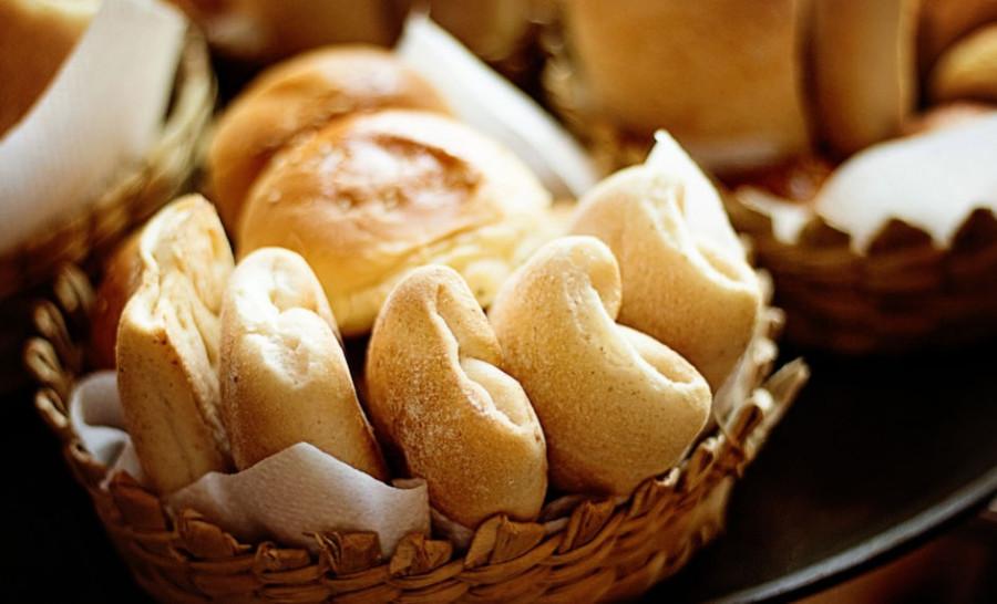 ForPost - Новости : В школьной столовой в Севастополе обнаружили «золотые» булочки