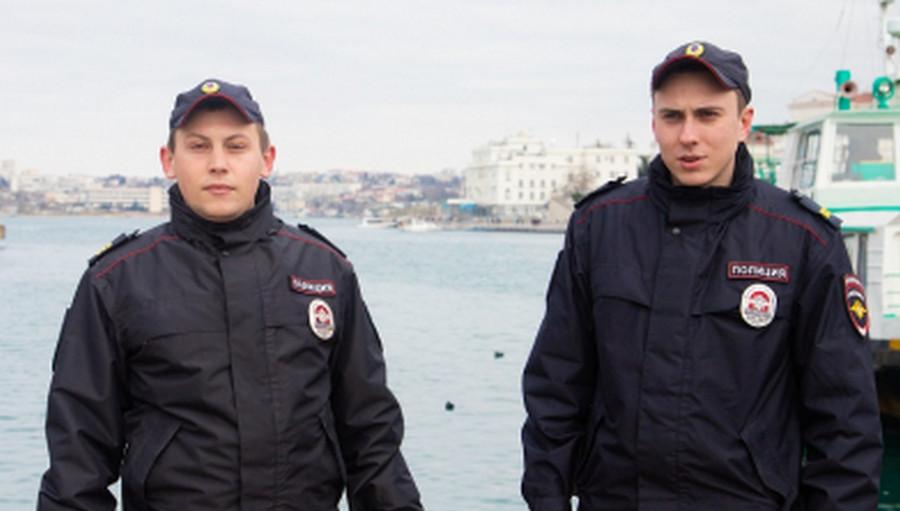 ForPost - Новости : Севастопольские полицейские спасли тонувшего в Артбухте белоруса