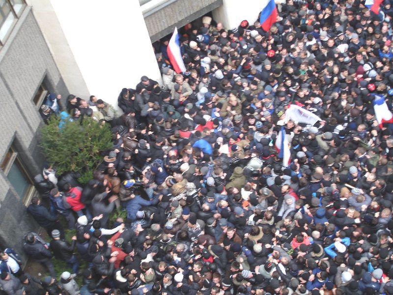 ForPost - Новости : В столице Крыма почтили память павших от рук экстремистов в 2014 году