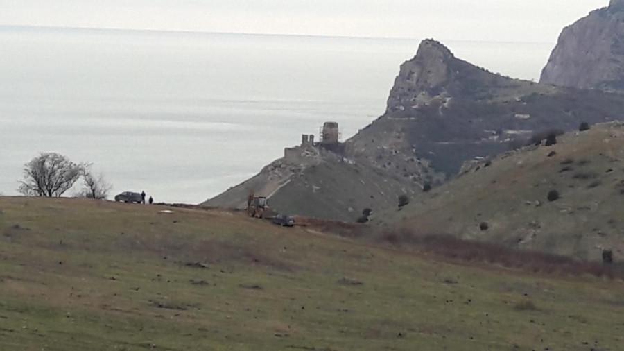 ForPost - Новости : Рядом с горой Аскети в Балаклаве начала работать техника