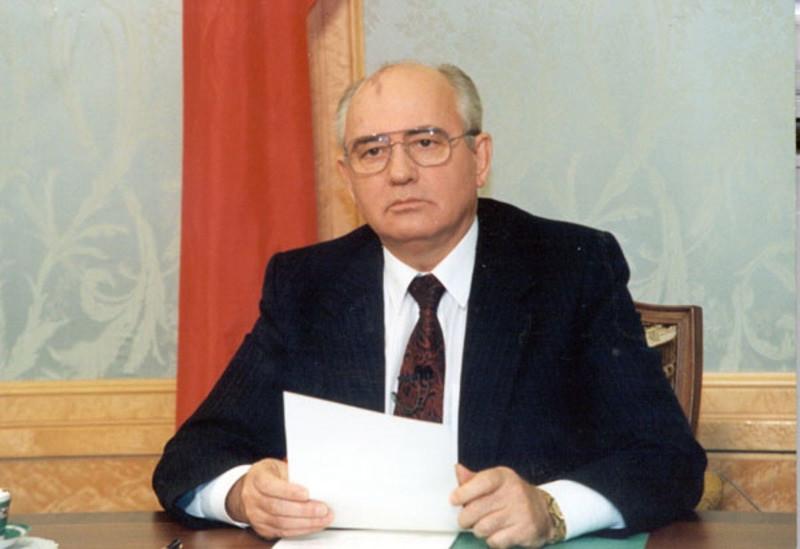 ForPost - Новости : Почему политики благосклонны к Горбачёву, а народ его ненавидит
