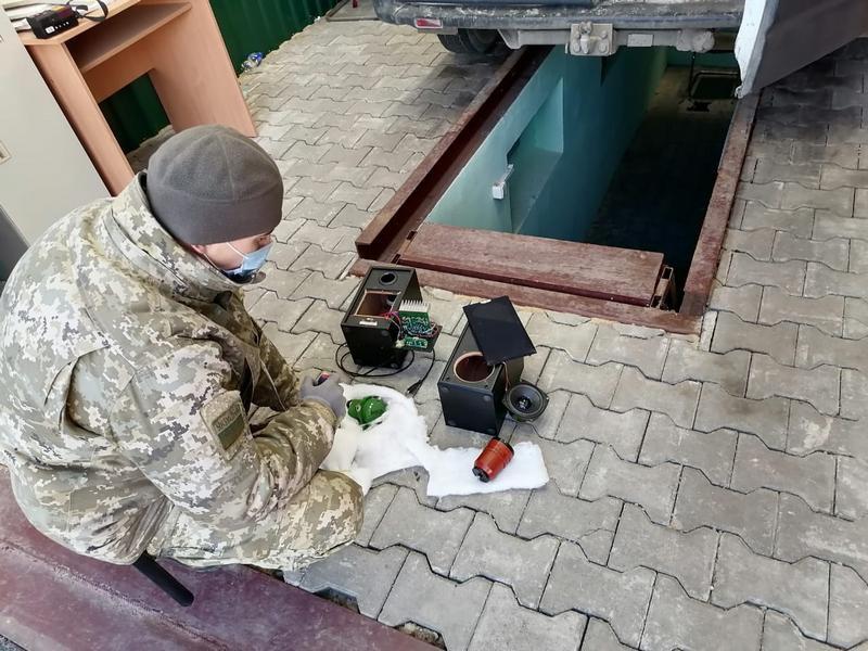 ForPost - Новости : На границе с Крымом поймали контрабандистов с корабельным оборудованием