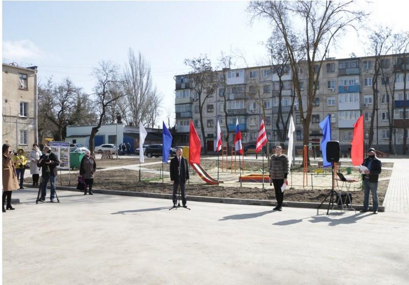 ForPost - Новости : Варламов раскритиковал пафосное открытие заурядного крымского двора