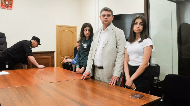 ForPost - Новости : Убитый дочерями Хачатурян стал фигурантом дела о насилии над ними