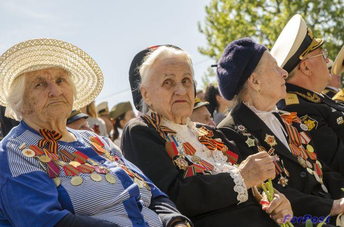 ForPost - Новости : Жители осажденного Севастополя получили 75 тысяч рублей к прошедшему 75-летию Победы