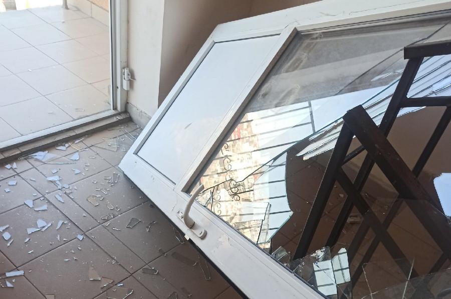 ForPost - Новости : Агрессивный житель Севастополя выбил дверь на пути к девушке