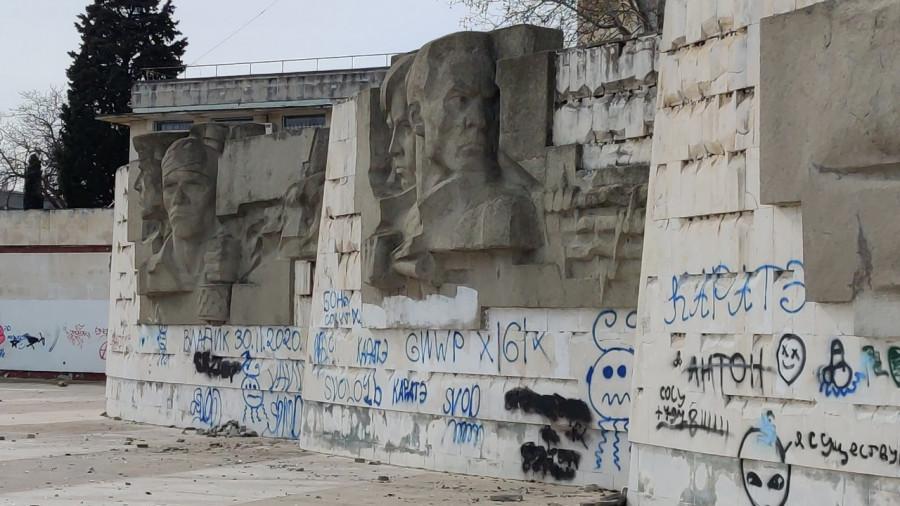ForPost - Новости : В Севастополе возбудили уголовное дело по факту осквернения обелиска Штык и Парус