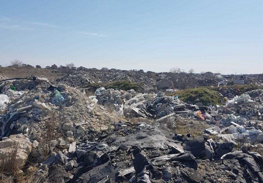 ForPost - Новости : Территория у КОС «Южные» в Севастополе превратилась в мусорную свалку