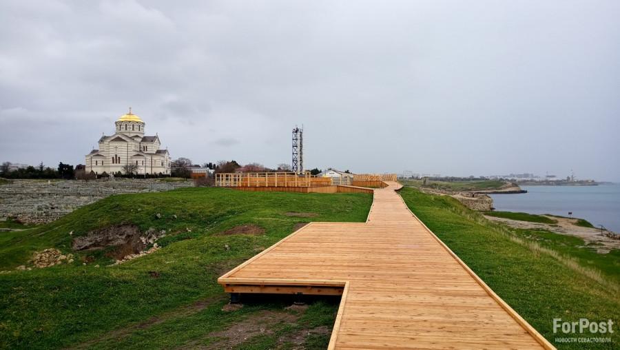 ForPost - Новости : Образцы «деревянного зодчества» в Херсонесе смонтированы с нарушениями