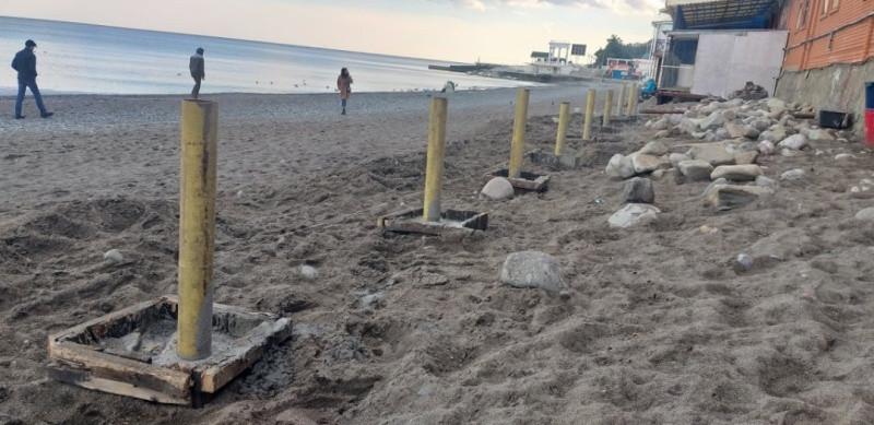 ForPost - Новости : Пляж в Алуште упаковывают в бетон
